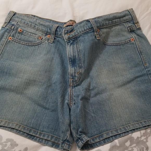 Levi's Pants - 🍁Levi's 515 ladies shorts🍁